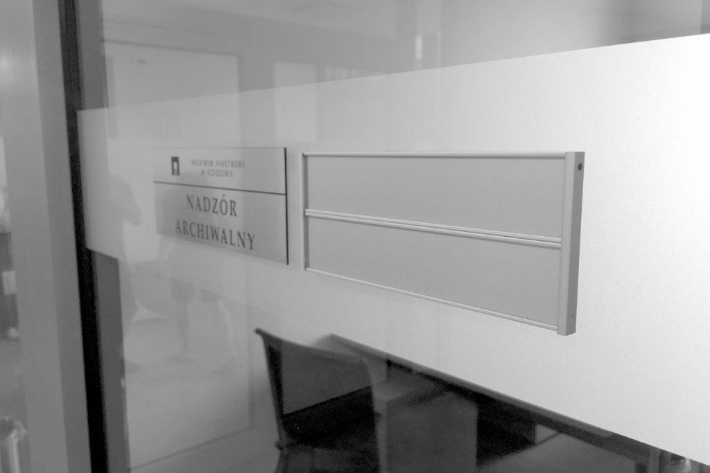 Chwalebne Tabliczki na drzwi - Przydrzwiowe - Aluminiowe panelowe - Grawerton FY82